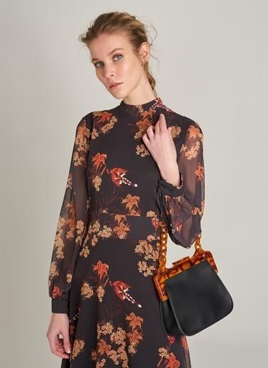 Monamoda Çiçek Desenli Sırt Detaylı Elbise Siyah